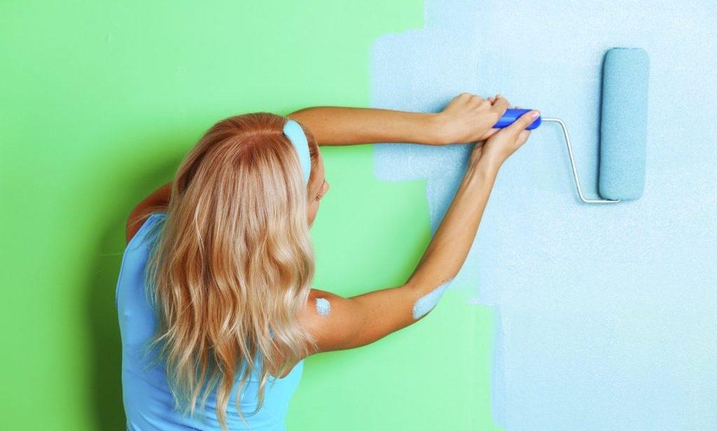 Как покрасить стены водоэмульсионной краской?
